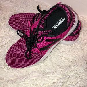 New balance pink tennis shoes